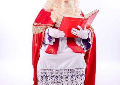 Sinterklaas met boek van puur-entertainment - de beste personages het hele jaar door!